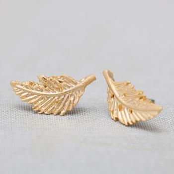 Vintage leaf post earrings in gold